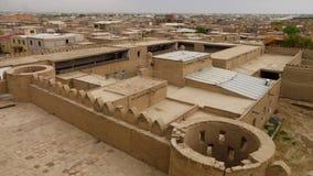 Castillo-como el edificio de la arcilla en Uzbekistán metrajes