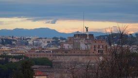 Castillo de Ángel del ` de Sant en Roma Tiempo de la tarde almacen de metraje de vídeo