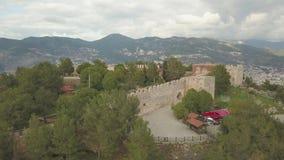 Castillo de Alanya con el contexto de la ciudad en la puesta del sol Turqu?a, invierno 2019 almacen de video
