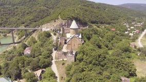 Castillo de Ananuri con la iglesia en el banco del lago, Georgia almacen de video