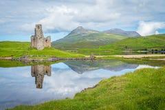 Castillo de Ardvreck, castillo arruinado cerca del lago Assynt en Sutherland, Escocia Imágenes de archivo libres de regalías