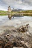 Castillo de Ardvreck en el lago Assynt en Escocia Imagen de archivo libre de regalías