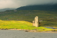 Castillo de Ardvreck, lago Assynt, Escocia Fotos de archivo
