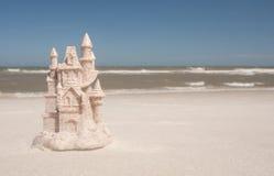 Castillo de arena en la playa Imagen de archivo