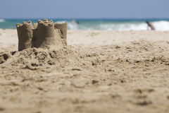 Castillo de arena en la playa Imagen de archivo libre de regalías