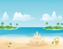 Castillo de arena en una playa tropical