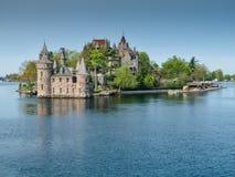 Castillo de Boldt y casa del poder en el St Lawrence River, NY Imágenes de archivo libres de regalías
