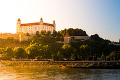 Castillo de Bratislava en el capital de Eslovaquia Foto de archivo