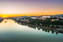 Castillo de Bratislava en el capital de Eslovaquia Fotos de archivo libres de regalías