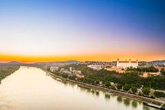 Castillo de Bratislava en el capital de Eslovaquia Fotos de archivo