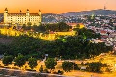 Castillo de Bratislava en el capital de Eslovaquia Imagen de archivo