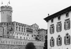 Castillo de Buonconsiglio en Trento imagenes de archivo