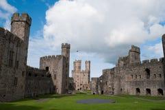 Castillo de Caernarfon en País de Gales Imagen de archivo