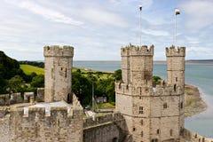 Castillo de Caernarfon en Snowdonia Fotos de archivo libres de regalías