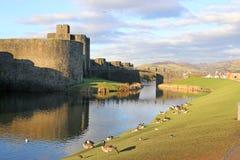 Castillo de Caerphilly, País de Gales imagenes de archivo