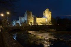Castillo de Cahir en la noche Imágenes de archivo libres de regalías