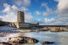 Castillo de Carrigaholt en Irlanda. Fotografía de archivo