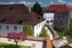 Castillo de Cesky Krumlov en resorte Fotos de archivo libres de regalías