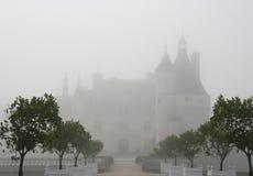 Castillo de Chenonceau en niebla Fotografía de archivo