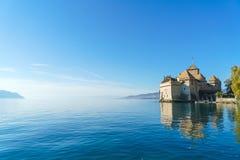 Castillo de Chillon en el lago Lemán en montañas de las montañas, Montreux, Switz foto de archivo libre de regalías