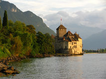 Castillo de Chillon y la hora de oro Imagen de archivo libre de regalías