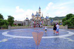 Castillo de Cinderella en Disneylandya Hong-Kong fotografía de archivo libre de regalías
