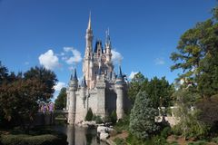 Castillo de Cinderella en el mundo de Disney Foto de archivo