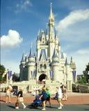 Castillo de Cinderella en el reino de la magia de Disney Fotos de archivo libres de regalías