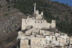 Castillo de De Sanctis, Roccacasale, Abruzzi, Italia imagen de archivo libre de regalías