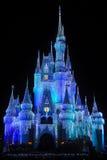Castillo de Disney Cinderella en la noche Fotos de archivo libres de regalías
