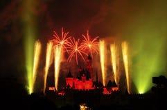 Castillo de Disney con el fuego artificial Imagen de archivo libre de regalías