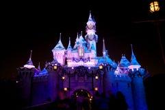 Castillo de Disneylandya con la decoración de la Navidad Imagen de archivo libre de regalías