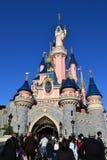Castillo de Disneylandya París imagen de archivo