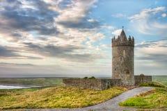 Castillo de Doonagore en Irlanda. Fotografía de archivo
