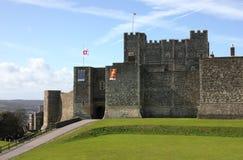 Castillo de Dover en tiro distante del condado de Kent Imagenes de archivo