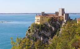 Castillo de Duino cerca de Trieste foto de archivo libre de regalías