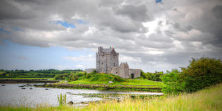 Castillo de Dunguaire, Irlanda Foto de archivo