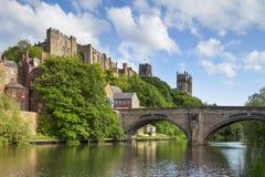 Castillo de Durham y puente Inglaterra de Framwellgate de la catedral foto de archivo