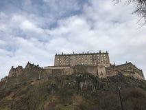 Castillo de Edimburgo visto de terraza del castillo en un día soleado imágenes de archivo libres de regalías