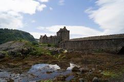 Castillo de Eilean Donan con la reflexión Fotografía de archivo