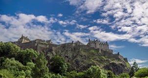 Castillo de Escocia del lapso de tiempo con las nubes en el cielo almacen de video