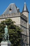 Castillo de Gerald el diablo y la estatua de Bauwens en Gante Imágenes de archivo libres de regalías