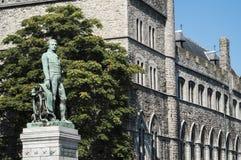 Castillo de Gerald el diablo y la estatua de Bauwens en Gante Fotos de archivo