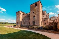 Castillo de Gonzaga Saint George de la visita de la gente - destinos italianos del paisaje y del viaje - Mantua Italia Fotografía de archivo