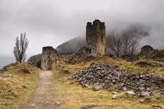 Castillo de Gosol en la niebla. Cadí, España. Imagen de archivo