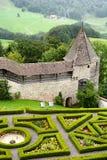 Castillo de Gruyeres del jardín y de los terraplenes Imagenes de archivo