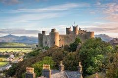 Castillo de Harlech en la salida del sol imagenes de archivo