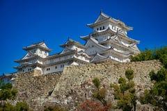 Castillo de Himeji y cielo azul Imagen de archivo libre de regalías