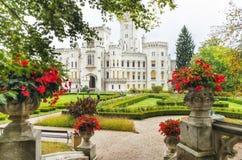 Castillo de Hluboka nad Vltavou, República Checa Tiempo colorido del otoño Imagen de archivo