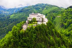 Castillo de Hohenwerfen en Austria imagen de archivo libre de regalías
